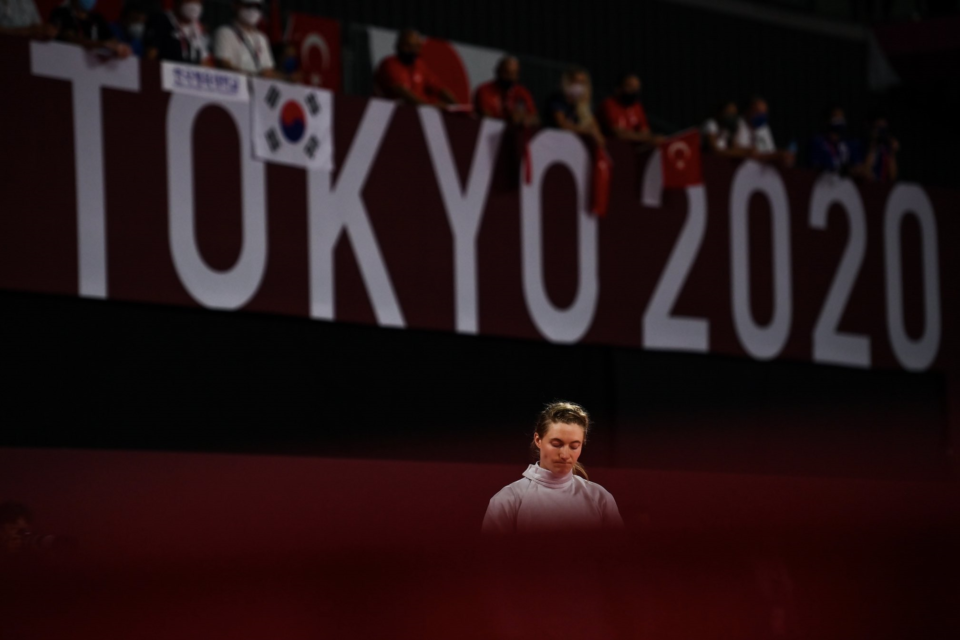 Cool, calm Coyle fences her way into top three at Tokyo 2020